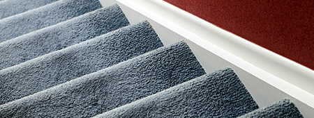 Trap stofferen met tapijt