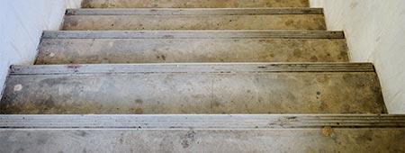 zandstralen van trap Rotterdam